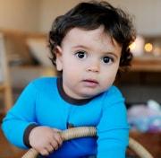 19 Monate altes Kleinkind