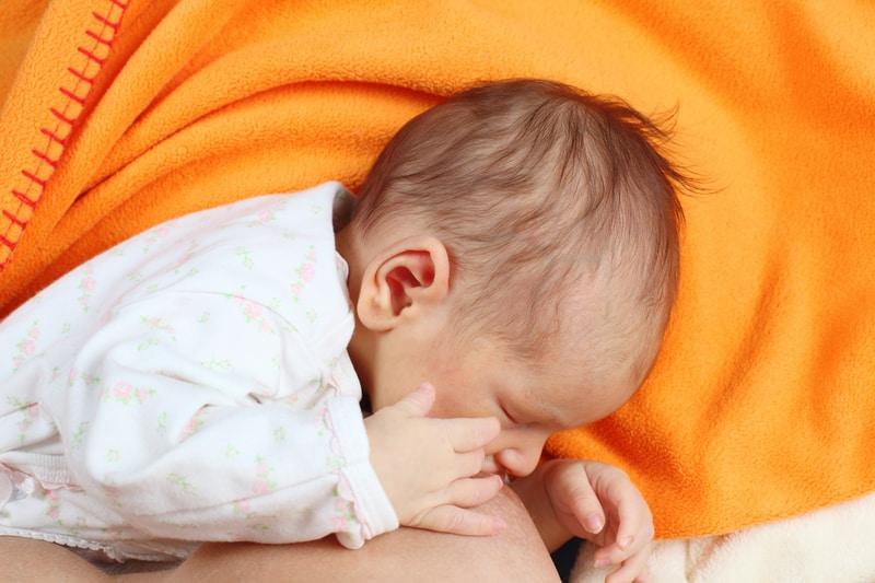 wie lange schläft das baby in 24 stunden