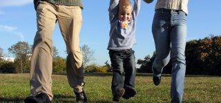 Das Baukindergeld soll Familien mit mittlerem Einkommen den Traum vom Eigenheim ermöglichen (© Thinkstock)
