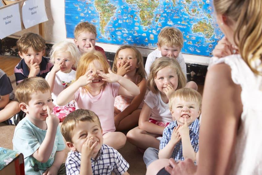 Kinder m gen kleine gruppen for Kleine esstisch gruppe