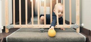 Ganz wichtig: Treppen sollten durch ein Treppenschutzgitter gesichert sein (© Getty Images)