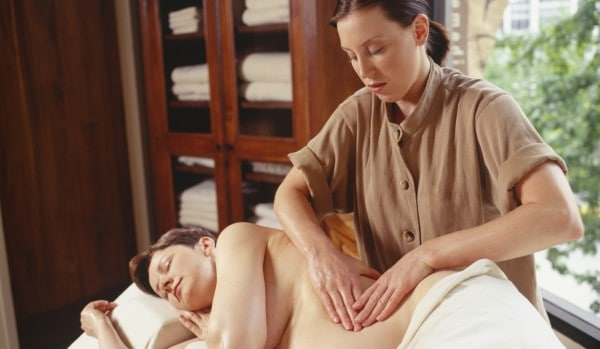Massage in der Schwangerschaft (© Thinkstock)
