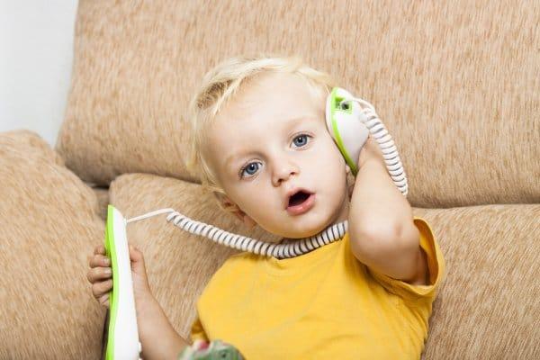 Mit Oma und Opa telefonieren (© Thinkstock)