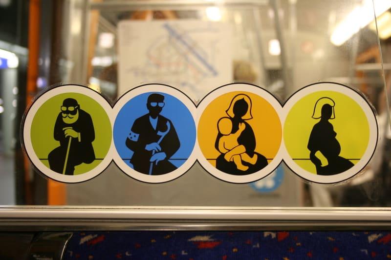 Studie: Schwangeren werden selten Sitzplätze angeboten