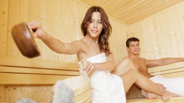 Schwanger in die Sauna (© Thinkstock)