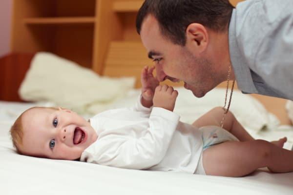 Aktivitäten für Vater und Baby