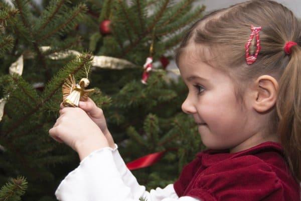 Weihnachtsornamente basteln (© Thinkstock)