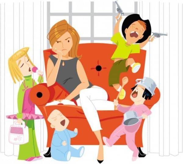Mutter mit Kindern Alltag