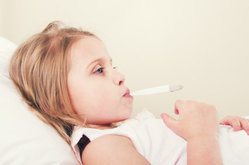 Grippewelle befürchtet - Kind mit Fieber im Bett