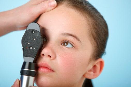 Sehscreening Kind beim Augenarzt