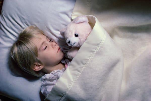 Kinder wandeln Gelerntes im Schlaf in aktives Wissen um