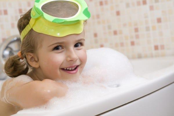Haare waschen: Der Puppen-Trick (© Thinkstock)
