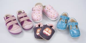 Diese vier Kinderschuhe hätten nicht verkauft werden dürfen. Ihr Leder überschreitet den Grenzwert für das allergieauslösende Chrom VI (© Stiftung Warentest)