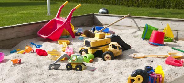 Gefahren im Sandkasten für Babys und Kleinkinder (© Thinkstock)