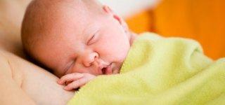 Gesundes Baby dank Erbmaterial von drei Eltern(© Thinkstock)