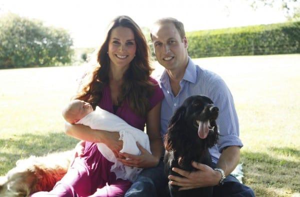 Aufgenommen vom stolzen Großvater: Prinz George mit seinen Eltern (© Prince of Wales)
