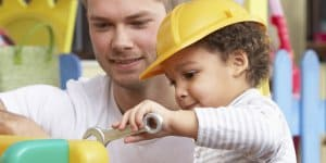 Nur 4,3 Prozent Männer in der Kindertagesbetreuung (© Thinkstock)