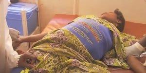 Lifewrap rettet Frauen mit starken Blutungen nach der Entbindung das Leben (© Pathfinder International)