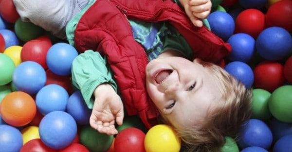 Überlebenstipps für den Indoor-Spielplatz (© Thinkstock)