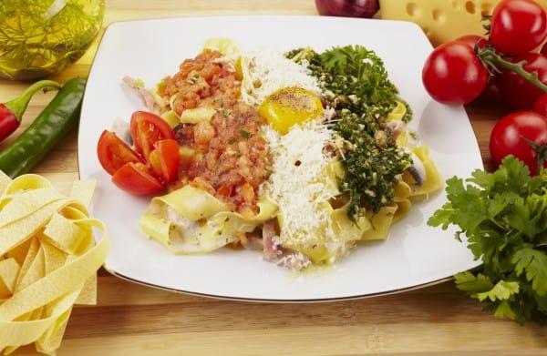 Listerien - anfällig für hohe Werte bei abgepackten Salaten, Reibekäse, Räucherfisch, rohen Tierprodukten (© Thinkstock, Symbolfoto)