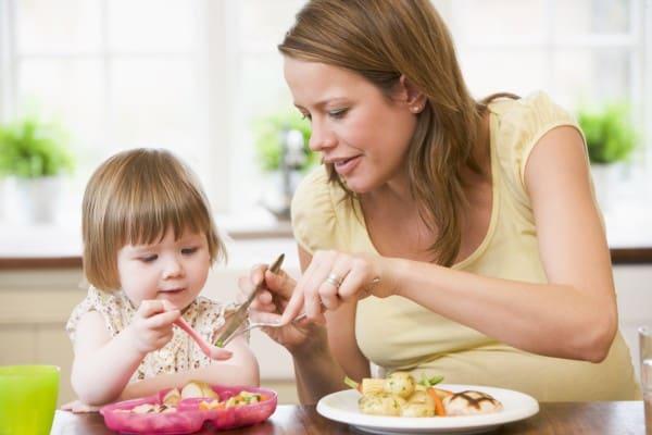 Listerien können besonders für Schwangere, Babys, Kinder und ältere Menschen gefährlich werden (© Thinkstock)