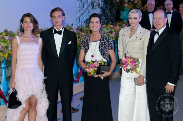 Charlotte Casiraghi (links) mit Bruder Pierre, Mutter Caroline und dem Fürstenpaar ©  Prince's Palace of Monaco