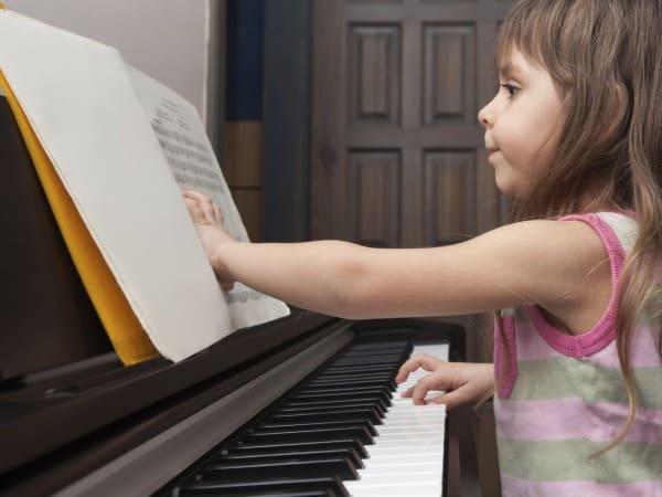 Macht früher Musikunterricht Kinder doch nicht schlauer? (© Thinkstock)