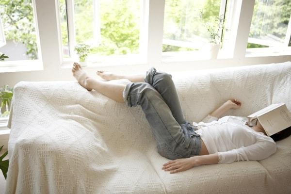 Bücher lesen oder doch lieber schlafen? (Thinkstock)
