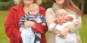 Die Schwestern Louise und Natalie mit ihren jüngsten Kindern (c) Bourne Hall Klinik