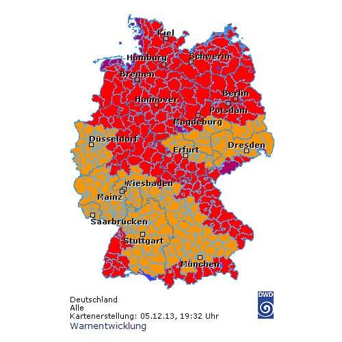 Sturmwarnungen in ganz Deutschland (rot: Unwetterwarnungen, violett, extremes Wetter) © DWD