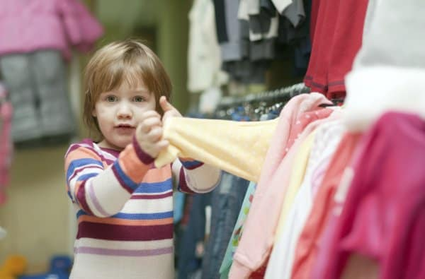 Giftige Kindersachen - Greenpeace testet bekannte Kindermarken (© Thinkstock)