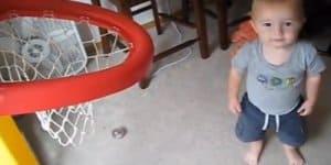 Basketball-Wunderkind Titus (© Youtube)