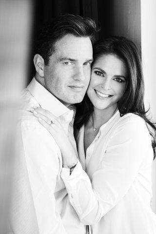 Stolze Eltern: Prinzessin Madeleine und ihr Mann Christopher O'Neill. Foto Patrick Demarchelier / The Royal Court, Stockholm, Sweden.