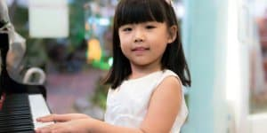 Neue Studie: Zu viel Förderung kann Kindern schaden (© Thinkstock)