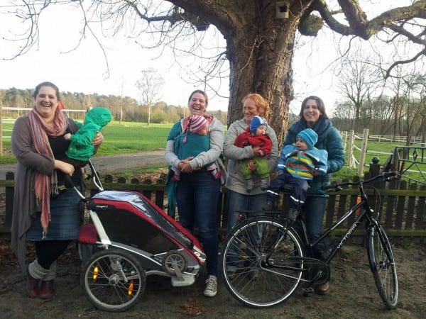 Vor der Radtour: Die Teilnehmerinnen Laura mit Mio, Jana mit Linn, Christiane mit Michel und Bianca mit Lotta (v.l.) © acebook.com/keinwegzuweit