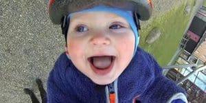 Baby Rasmus beim Schaukelvergnügen ©Screenshot GoPro/youtube