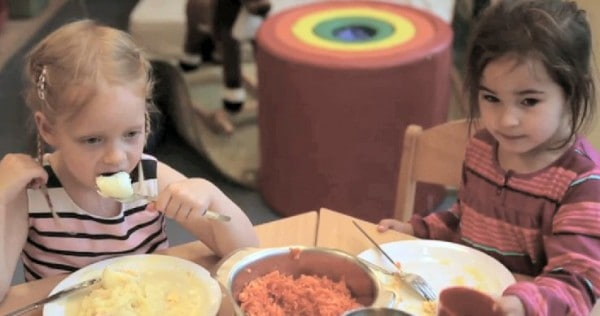 Das Essen in vielen Kitas ist mangelhaft © Bertelsmann Stiftung/ Screenshot youtubeStiftung/ Screenshot youtube