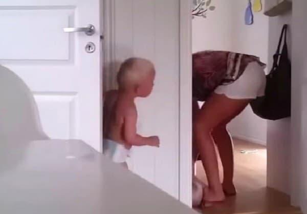 Hallo Mama - ich bin wieder wach... © Henriette Jonassen/youtube