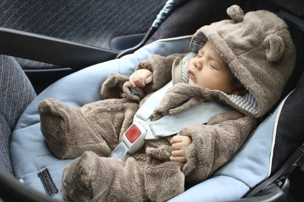 Baby gerade noch aus überhitztem Auto gerettet (Symbolfoto: © Thinkstock)