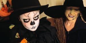 Halloween-Verkleidungen sehen manchmal zum fürchten aus (© Thinkstock)