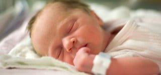 Heute schützen Namensbändchen Neugeborene © Agenturbild, Thinkstock