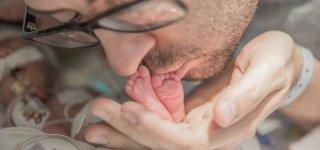 Chris Picco verabschiedet sich rührend von seinem sterbenden Sohn © Ashley Picco Memorial Fund