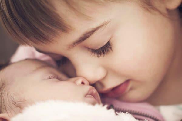 Geschwister lernen auf Gefühle anderer einzugehen © Thinkstock
