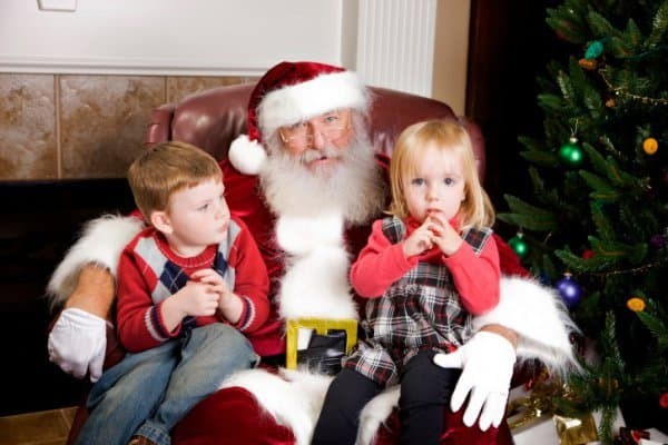 Bringt  am Heiligabend Geschenke: Der Weihnachtsmann (c) Thinkstock