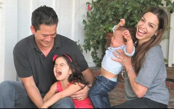 Und jetzt machen wir ein ganz, ganz schönes Familienfoto  ©WhatsUpMoms, youtube