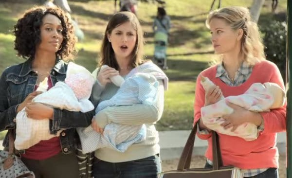Gegenseitig pöbeln sich die Über-Mamas an © Similac US/youtube