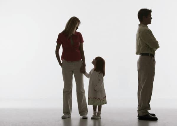 Bundesverfassungsgericht: Mütter müssen Namen des Vater nicht nennen (© Thinkstock)