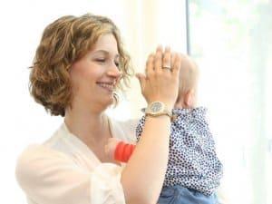 Bella mit ihrer kleinen Tochter ©Tom Schulte/FOM