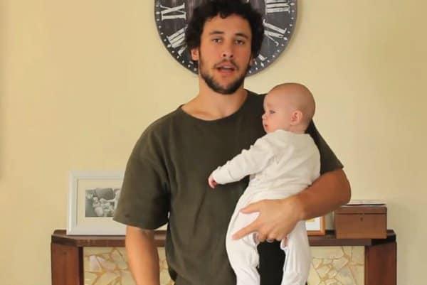 Ein kreativer Papa zeigt, wie man(n) ein Baby hält (c) youtube/ Jordan Watson