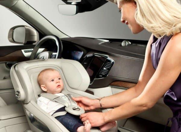 Babys lieben Blickkontakt (c) Volvo/Facebook